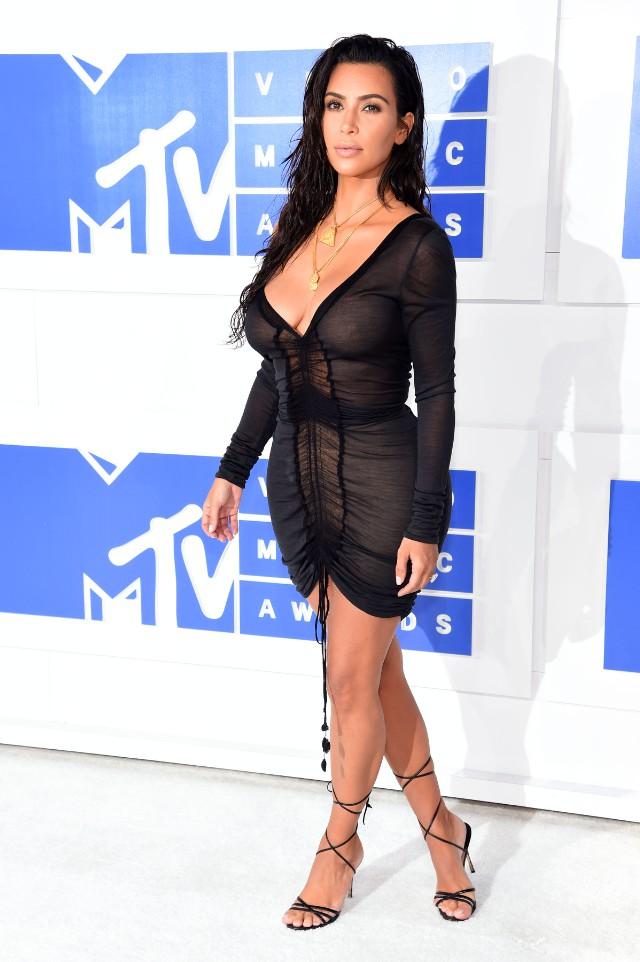 kim-kardashian-kanye-west-vmas-2016-82816-41-640x962