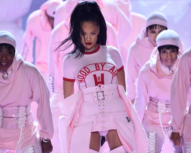 opener-rihanna-at-the-2016-mtv-vmas-performance-outfits-stage-fashion-looks